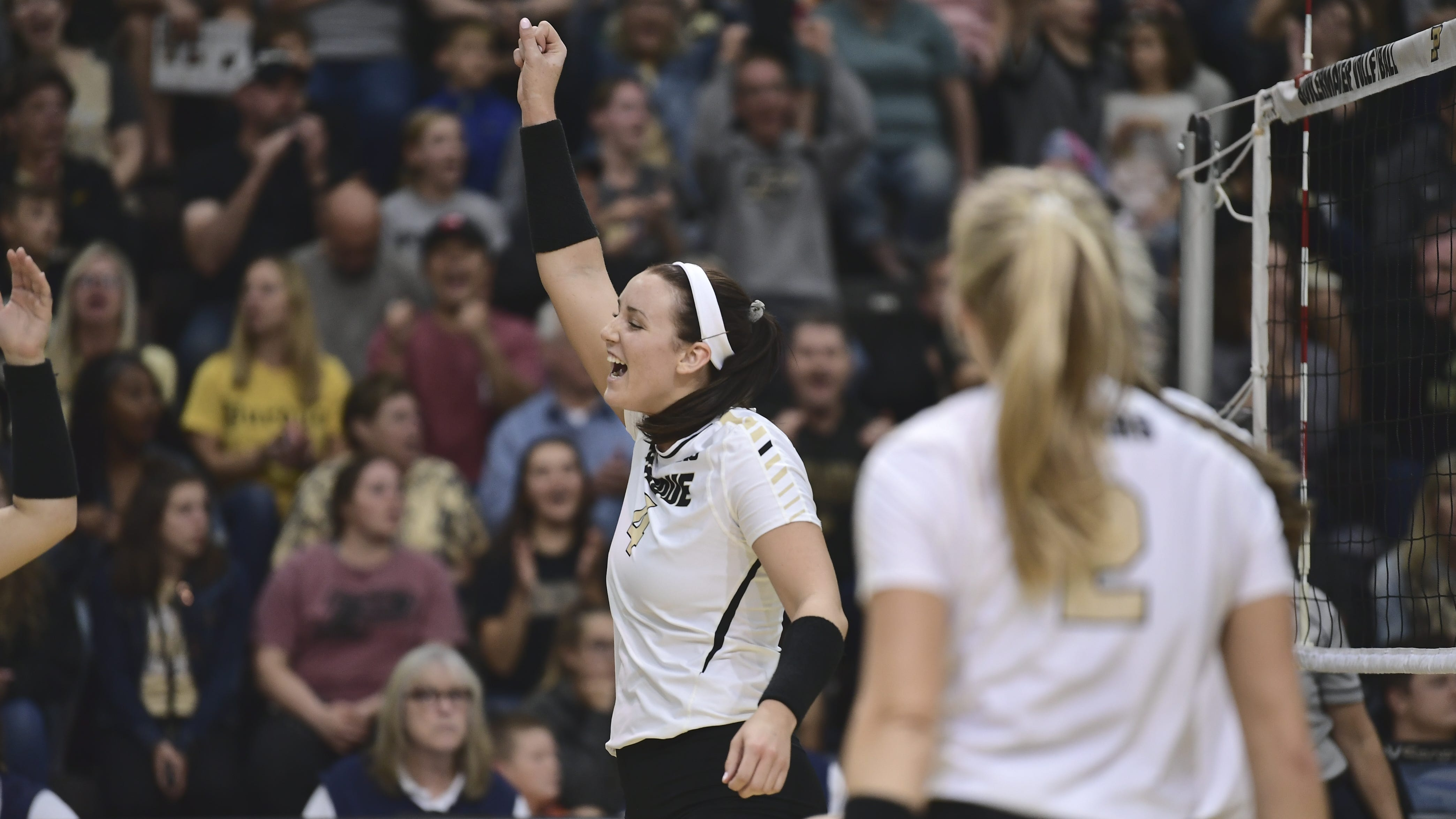Caitlyn Newton has night to remember for Purdue volleyball