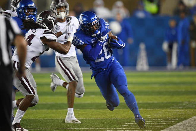 UK RB Benny Snell, Jr. runs the ball during the University of Kentucky football game against Mississippi State at Kroger Field in Lexington, Kentucky on Saturday, September 22, 2018.