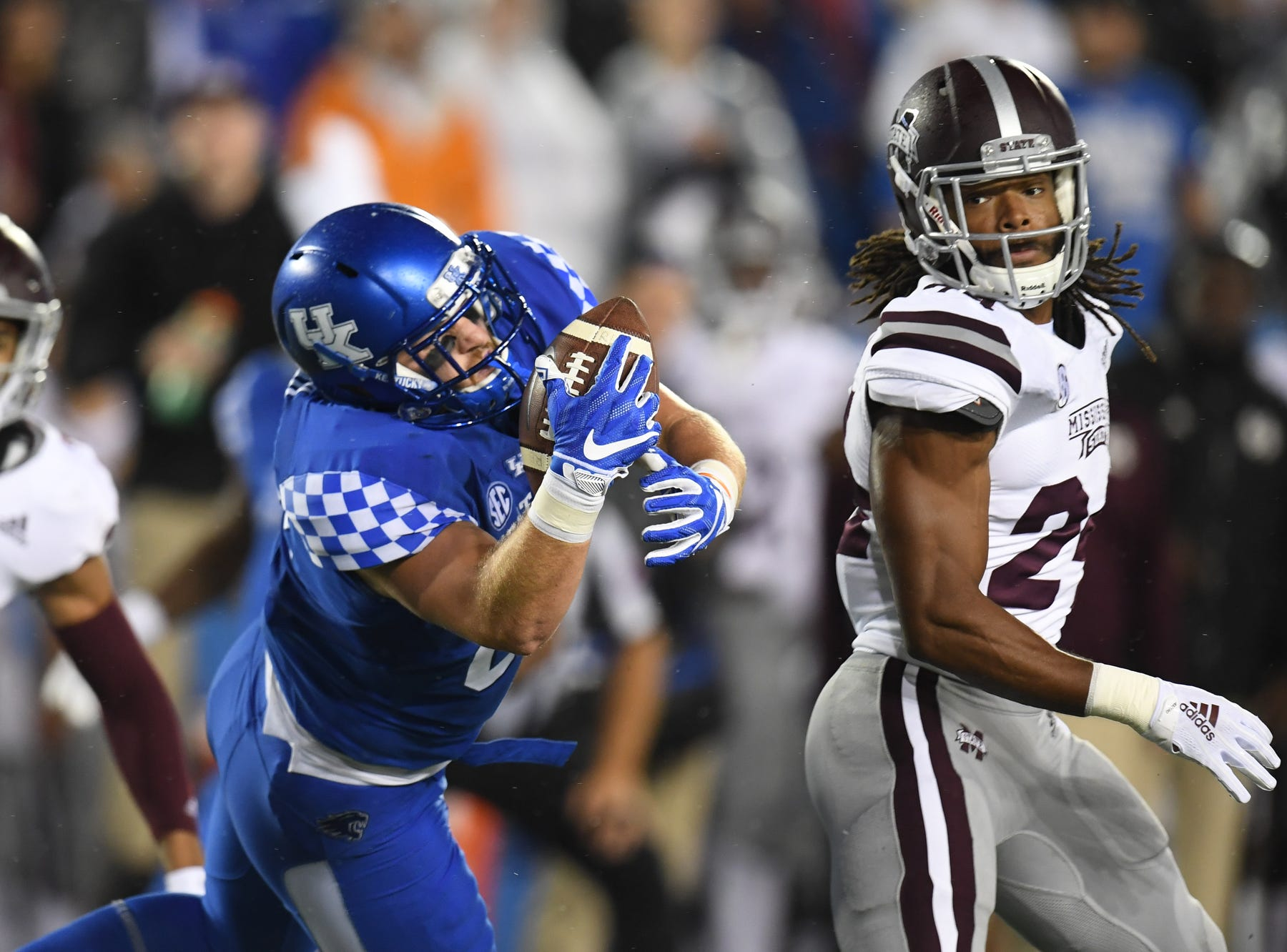 UK TE C.J. Conrad makes the catch during the University of Kentucky football game against Mississippi State at Kroger Field in Lexington, Kentucky on Saturday, September 22, 2018.
