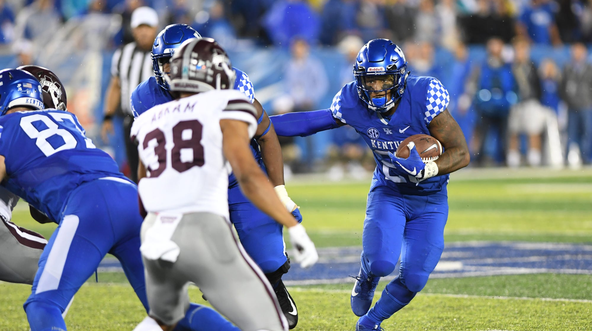 Benny Snell runs through Mississippi State for 4 touchdowns, 165 yards