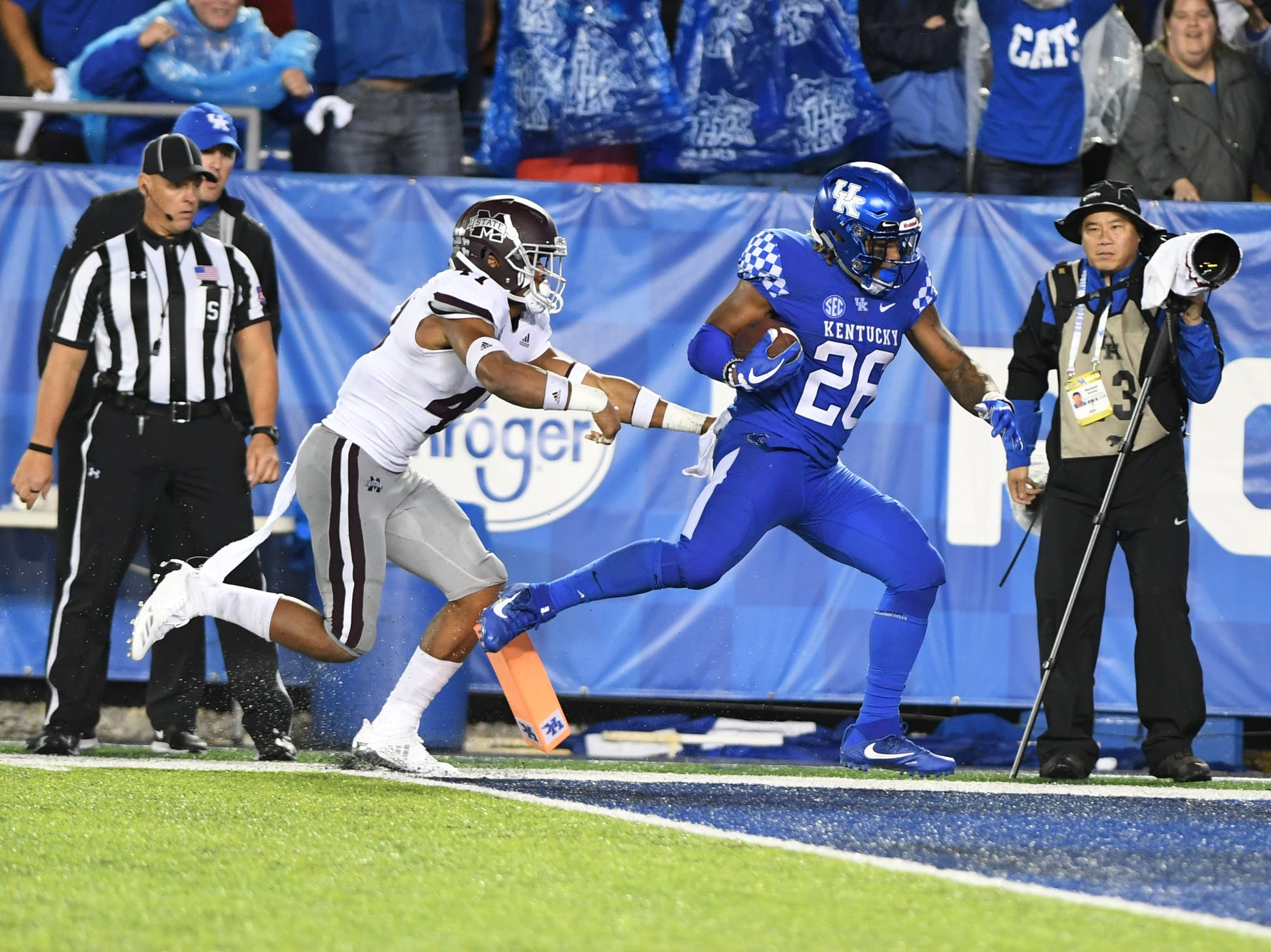 UK RB Benny Snell, Jr. scores a touchdown during the University of Kentucky football game against Mississippi State at Kroger Field in Lexington, Kentucky on Saturday, September 22, 2018.