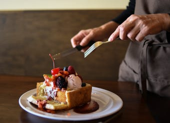 "Toaste brings unique dessert treat ""honey toast"" to East Lansing"