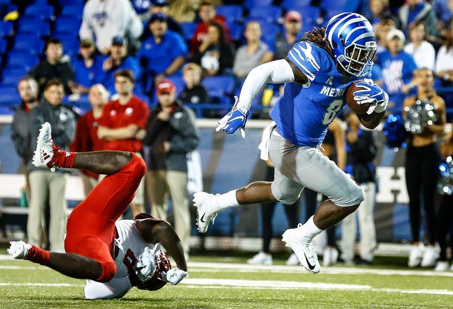 Memphis running back Darrell Henderson (right) runs past the South Alabama defense for a touchdown during action in Memphis, Tenn., Saturday, September 22, 2018.
