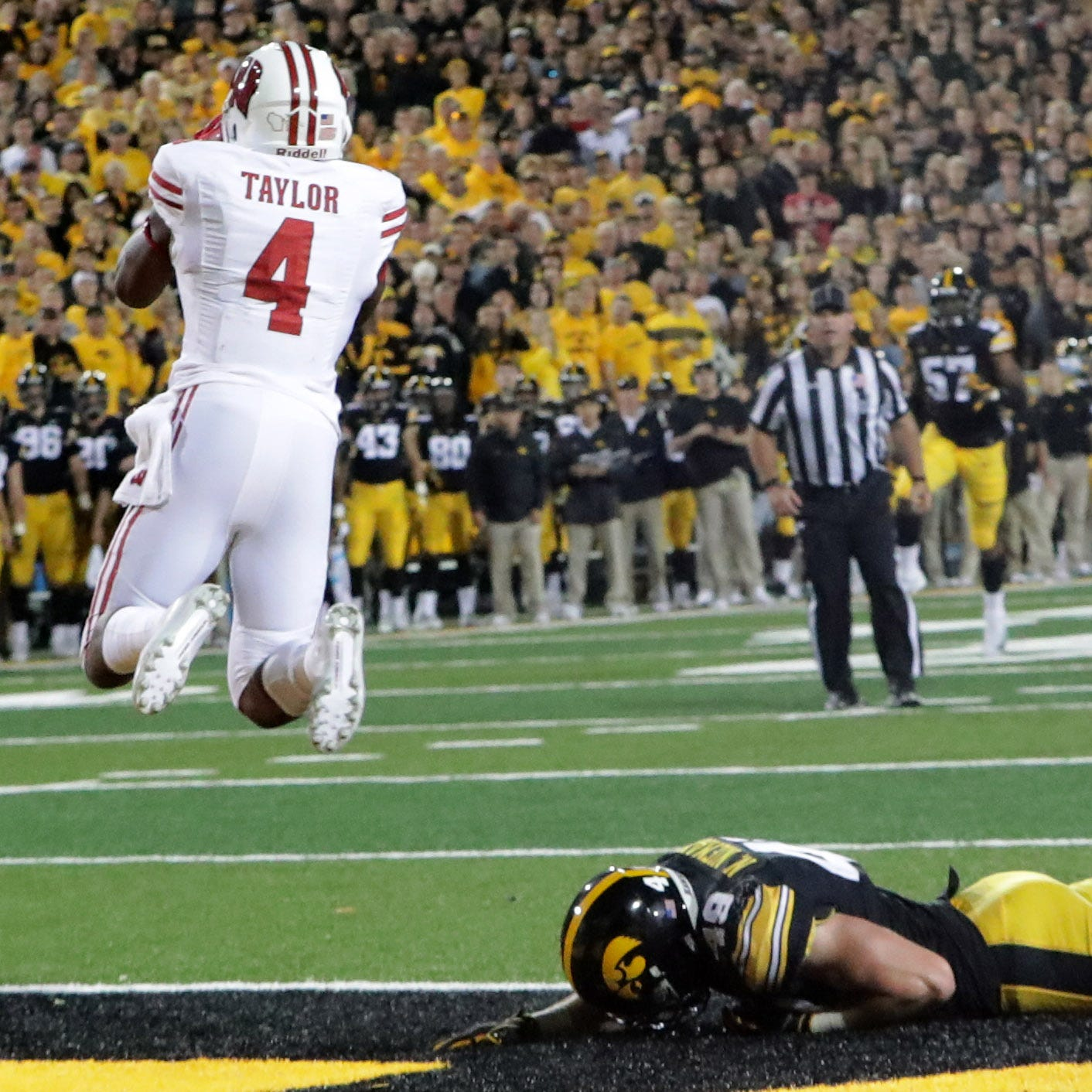 UW 28, Iowa 17: Two late scores boost the Badgers to a bounce-back win in their Big Ten opener