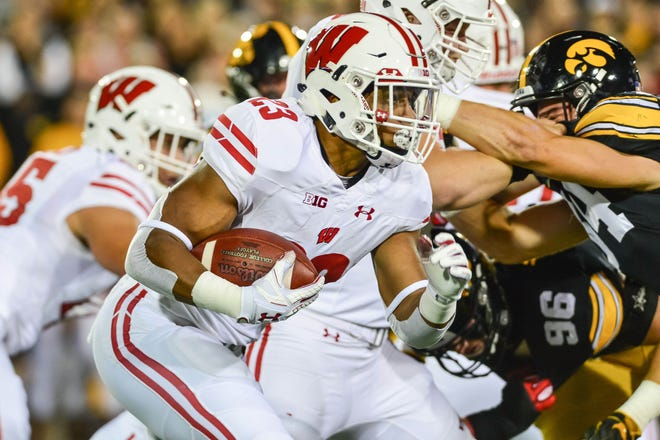 Badgers tailback Jonathan Taylor looks for a lane behind his offensive line.