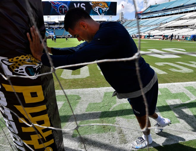 Titans quarterback Marcus Mariota warms up before the game Sunday.