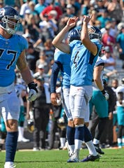 Titans placekicker Ryan Succop (4) celebrates his field goal that made the score 9-6 in the fourth quarter.