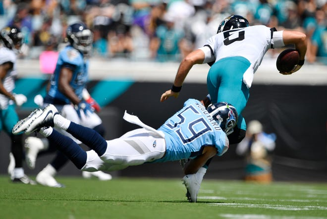 Titans linebacker Wesley Woodyard (59) sacks Jaguars quarterback Blake Bortles (5) early in the first quarter Sunday.