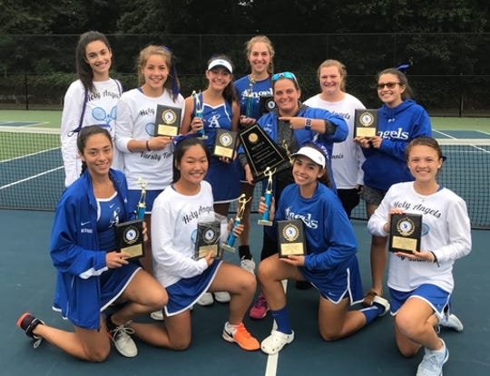 Top row (l. to r.): Isabella Naplitano, Isabella Darmanin, Brooke Hess, Ashley Hess, Coach Jess Leto, Teagan Belitto, Katarina Katzarov (manager) Front row (l. to r.): Izabella King, Chennie Kim, Isabel Asencio, Emma Coughlin