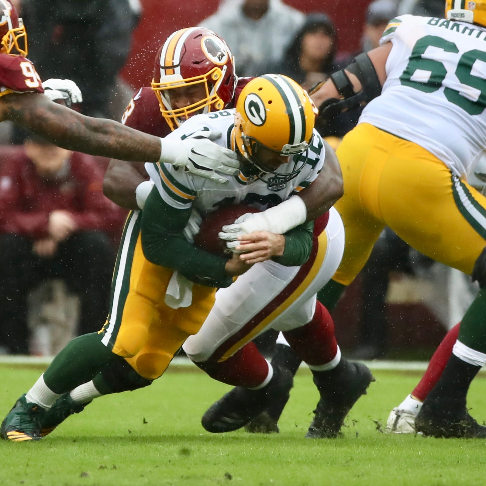 Quick takes: Penalties, drops pile up as listless Packers fall 31-17