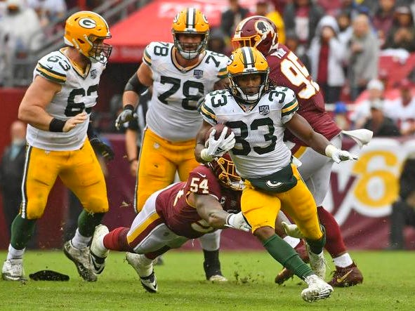 Sep 23, 2018; Landover, MD, USA; Green Bay Packers running back Aaron Jones (33) rushes the ball against Washington Redskins linebacker Mason Foster (54) during the second half at FedEx Field. Mandatory Credit: Brad Mills-USA TODAY Sports