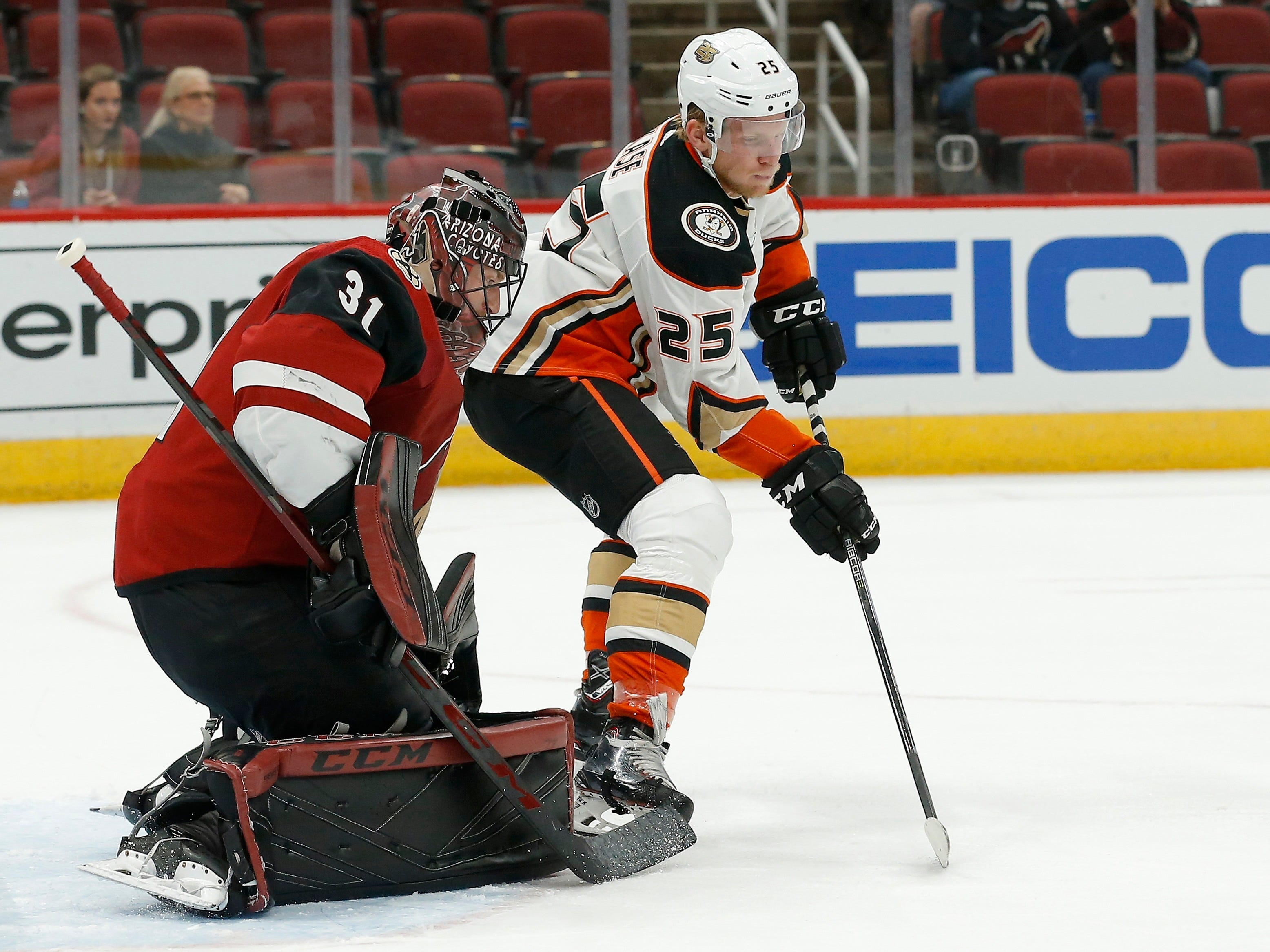 Anaheim Ducks right wing Ondrej Kase (25) waits for the puck in front of Arizona Coyotes goalie Adin Hill (31) during the third period of an NHL preseason hockey game Saturday, Sept. 22, 2018, in Glendale, Ariz. The Coyotes defeated the Ducks 6-1.