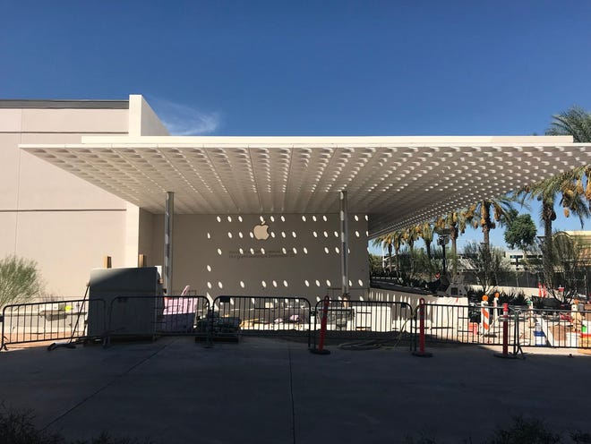 Apple will open itsseventh storein Arizona at Scottsdale Fashion Square, at 10 a.m. this Saturday, Sept. 29, in the old Barney's location at the northwest corner of Scottsdale and Camelback roads.