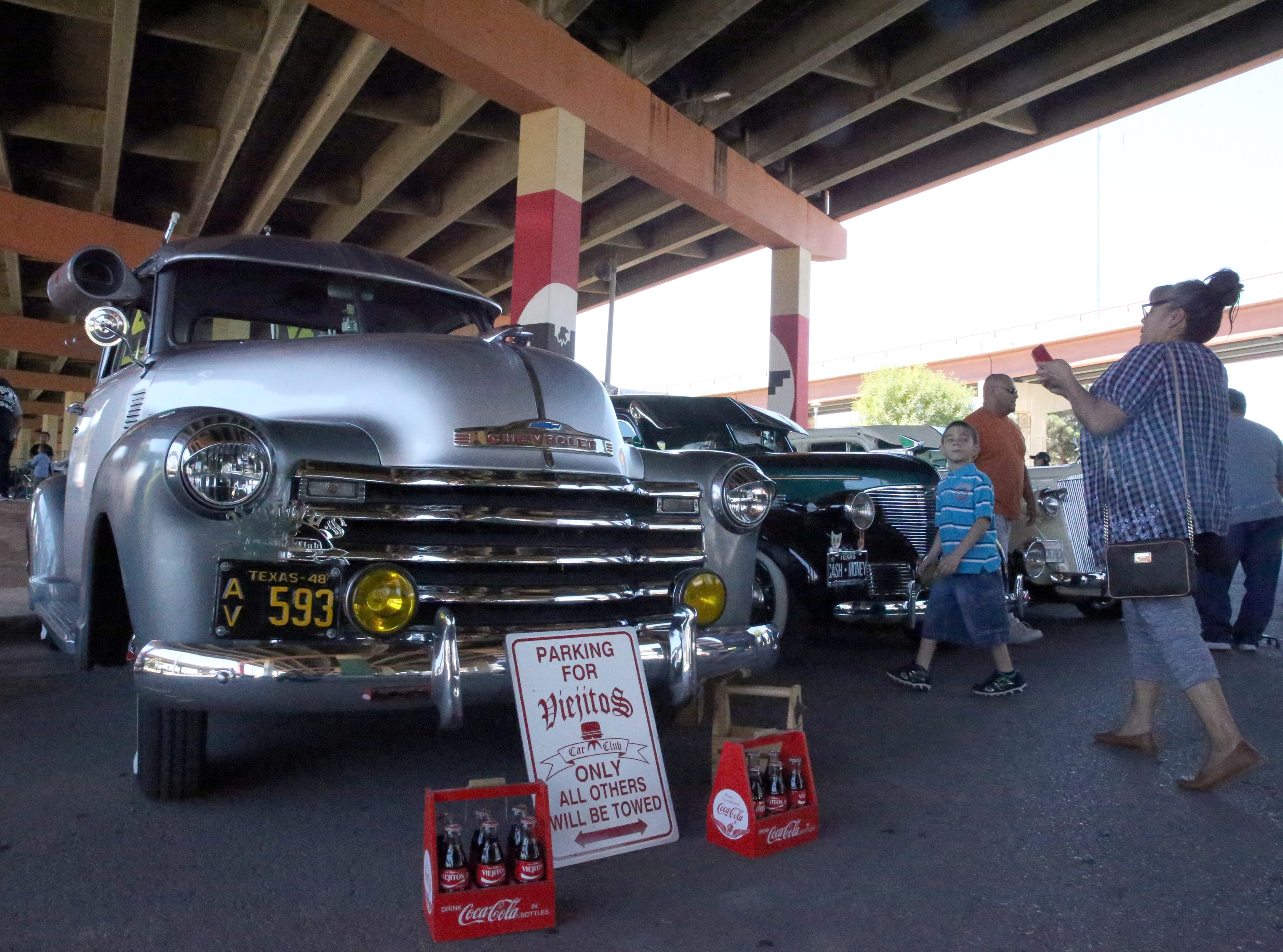 Classic cars and trucks along Durazno Ave. Sunday.