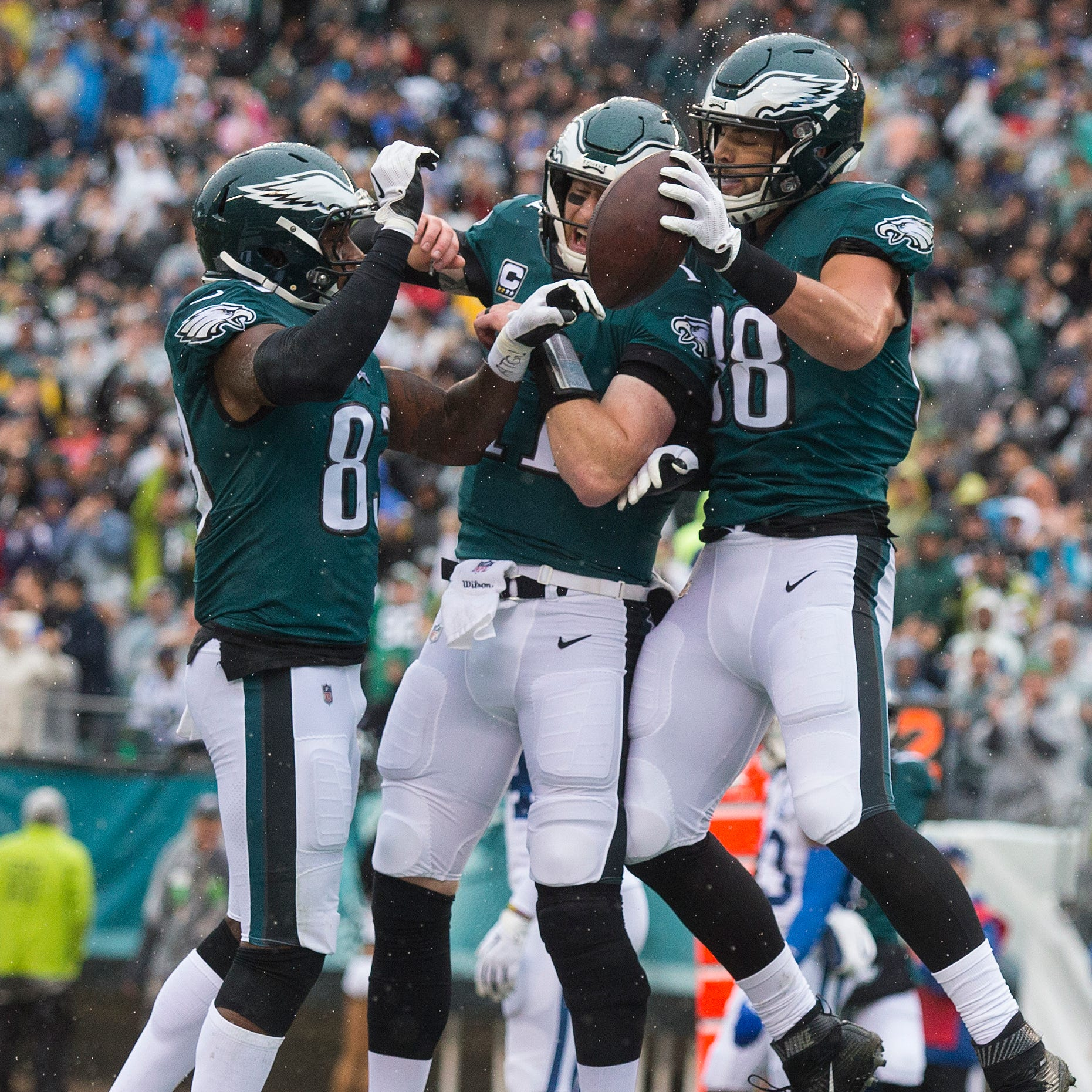 Carson Wentz starts strong in return, and Eagles barely hold on at the end