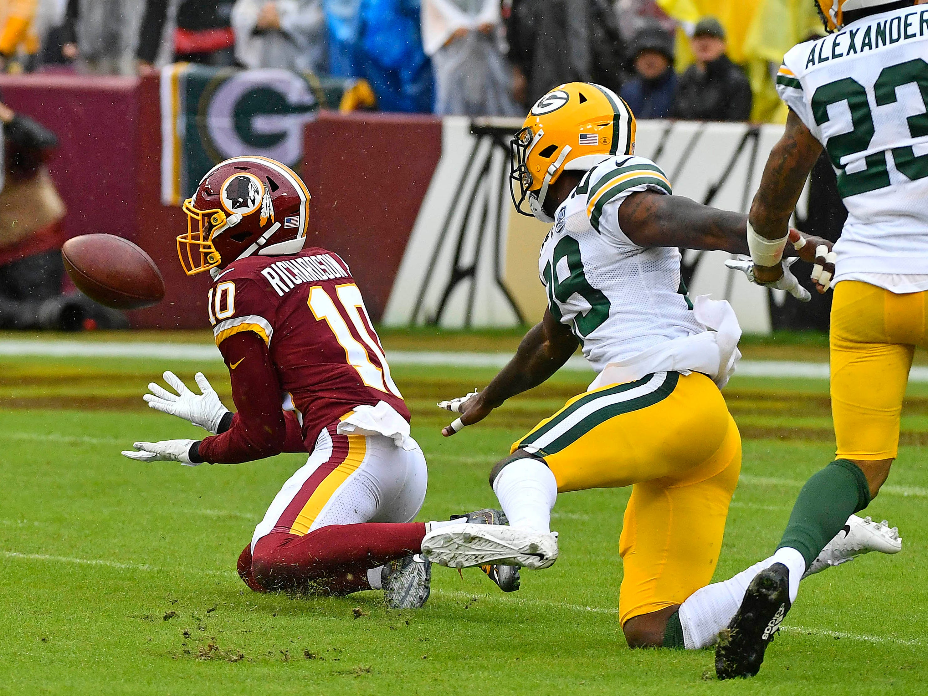 Washington Redskins wide receiver Paul Richardson catches a pass as Green Bay Packers defensive back Kentrell Brice defends during the first quarter at FedEx Field.