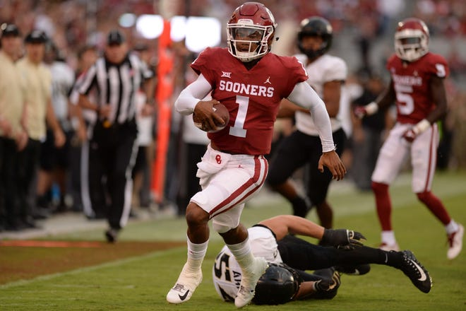Oklahoma Sooners quarterback Kyler Murray (1) eludes Army Black Knights linebacker Cole Christiansen (54) to score a touchdown during the second quarter at Gaylord Family - Oklahoma Memorial Stadium.