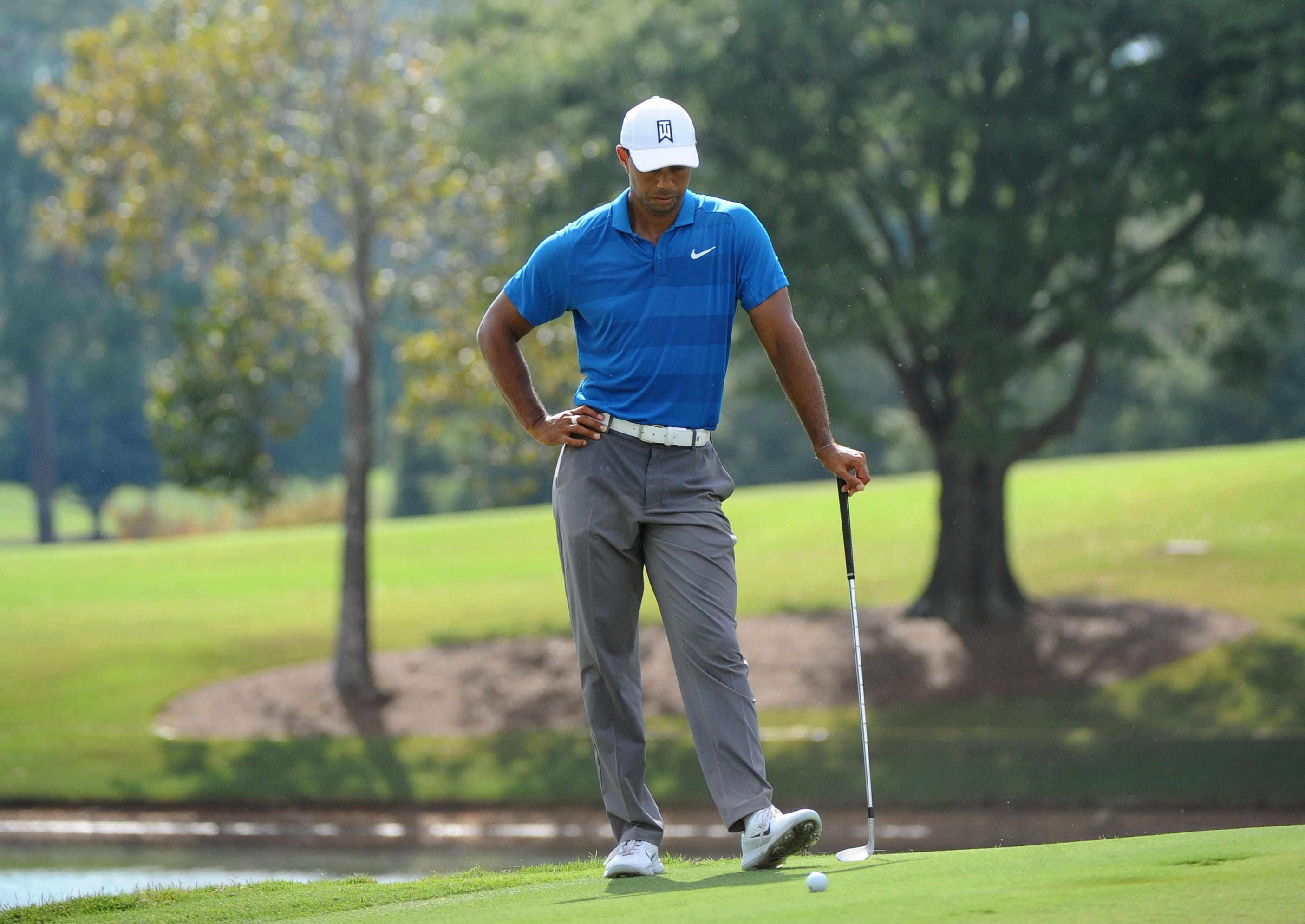tour championship  when does tiger woods tee off sunday
