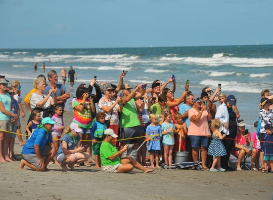 More than 200 people showed up Monday afternoon to watch Guacamole, a 285-pound green sea turtle, return to the ocean at Lori Wilson Park at Cocoa Beach.