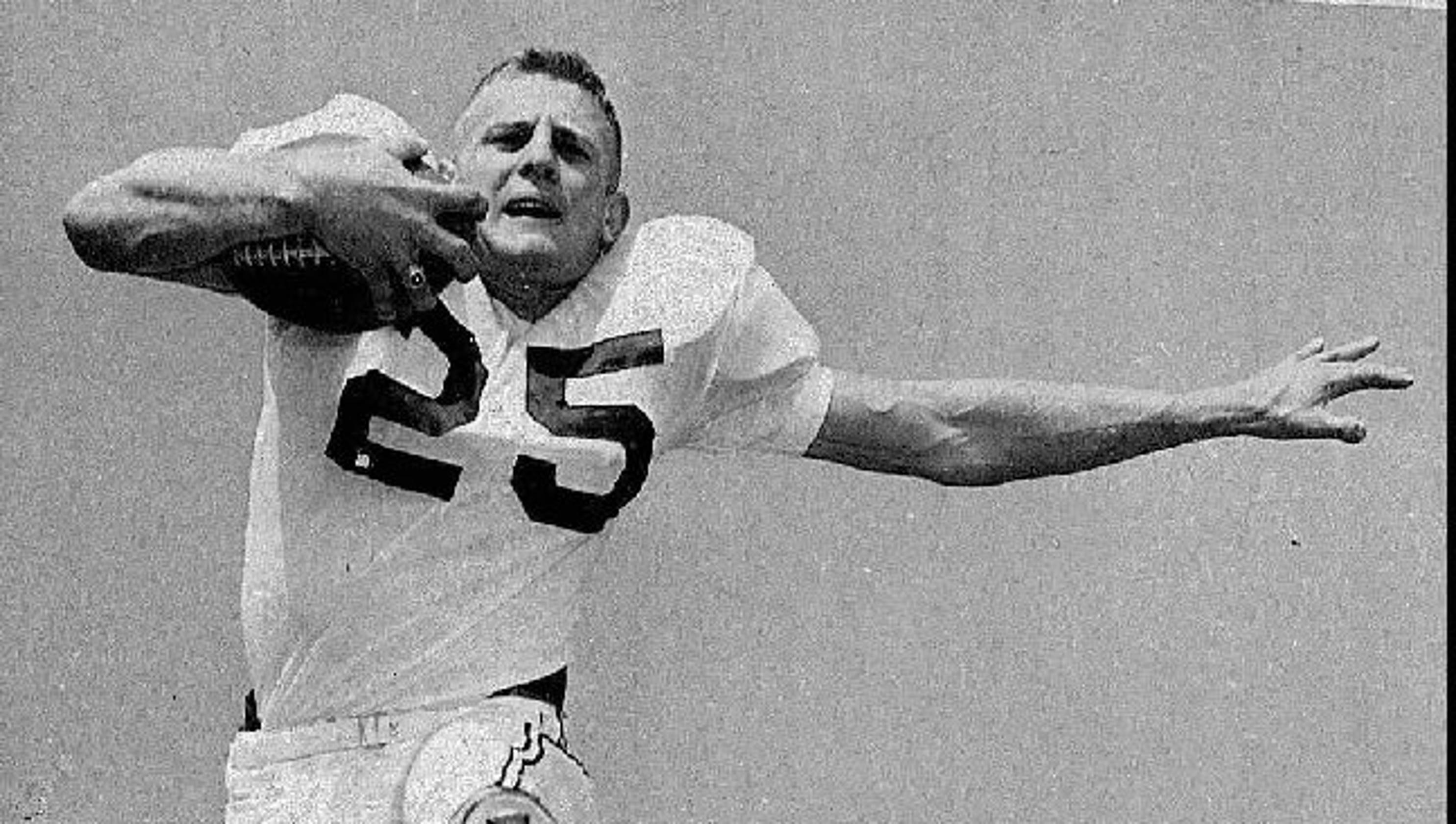 online retailer 1b1cc d90db Eagles' legend, Hall of Famer Tommy McDonald dies, 84