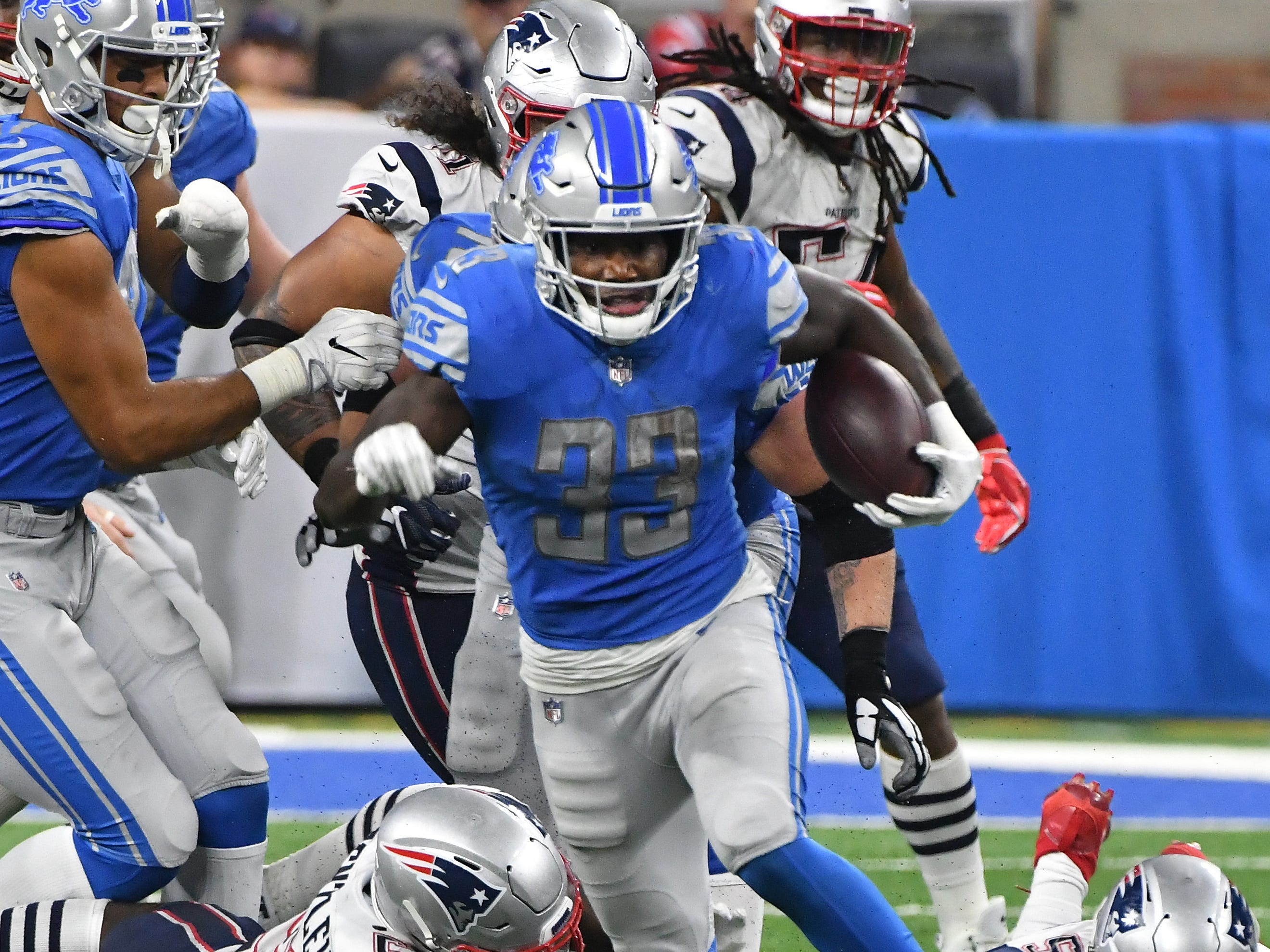 Lions running back Kerryon Johnson breaks up field for a first down run in the 3rd quarter.