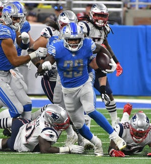 Lions running back Kerryon Johnson breaks up field for a first down run in the third quarter Sunday.