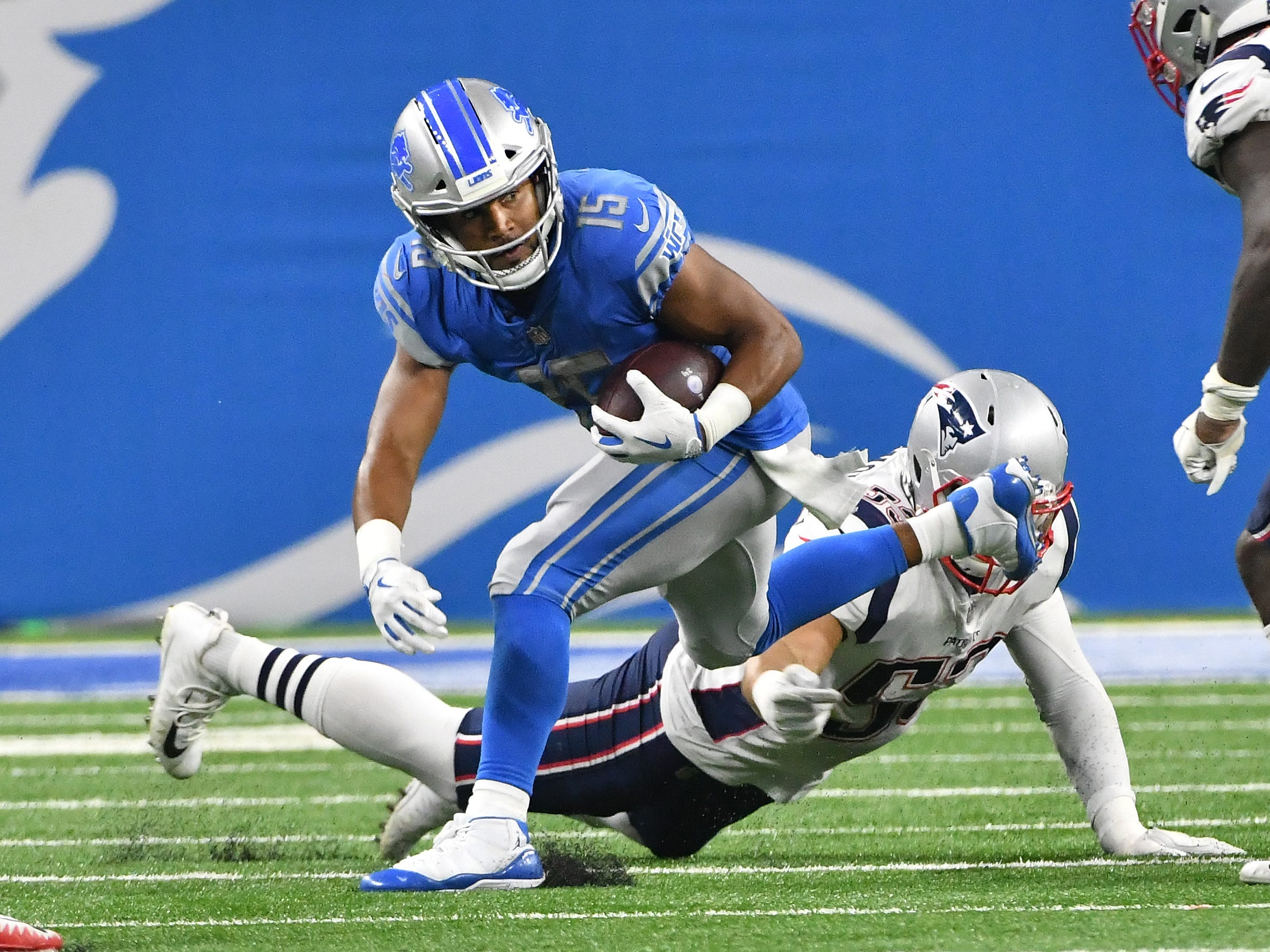 Lions' Golden Tate runs after a reception in the second quarter.