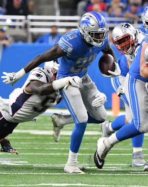 Lions running back Kerryon Johnson (33) runs for a first down in the first half.