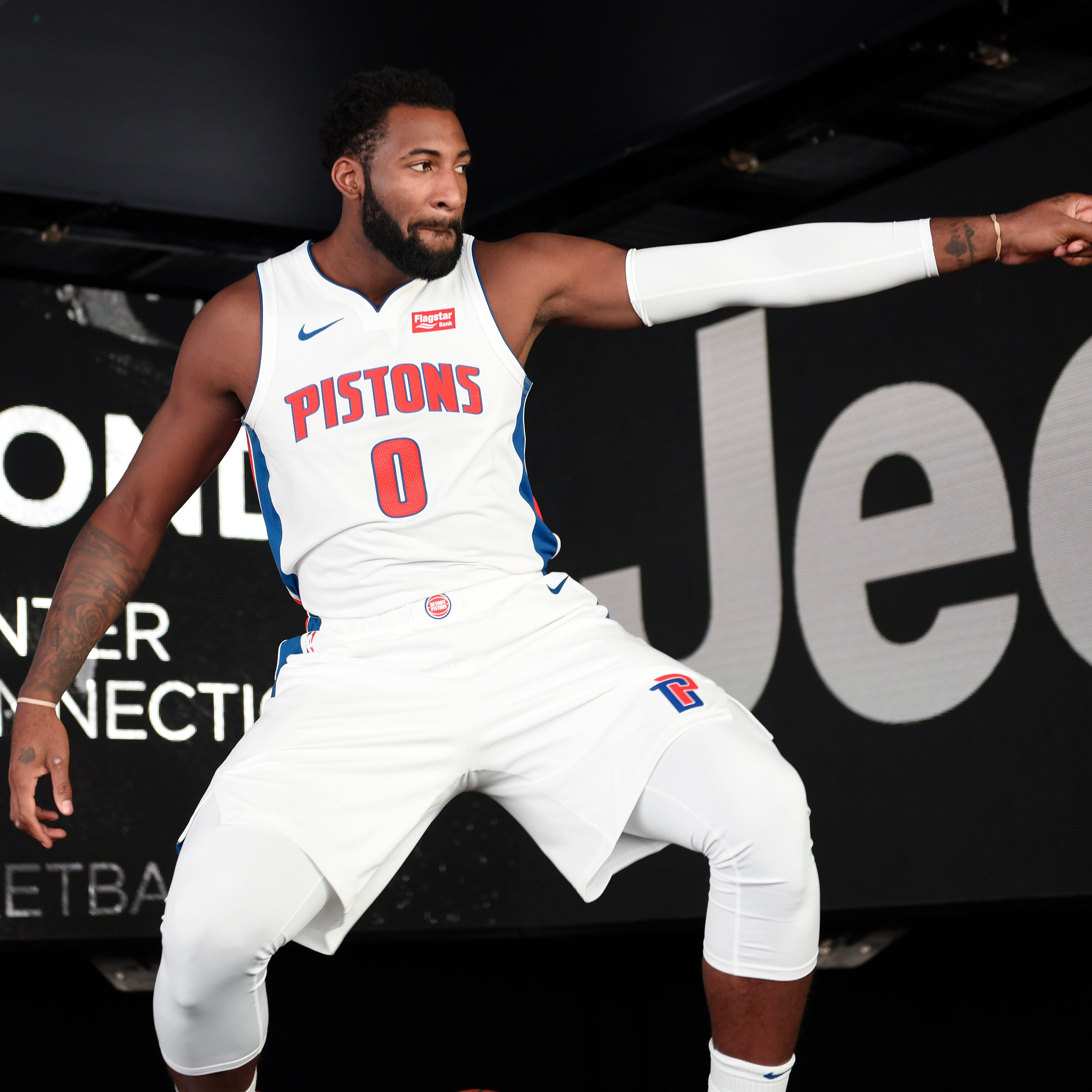 Dwane Casey takes new approach in guiding Pistons