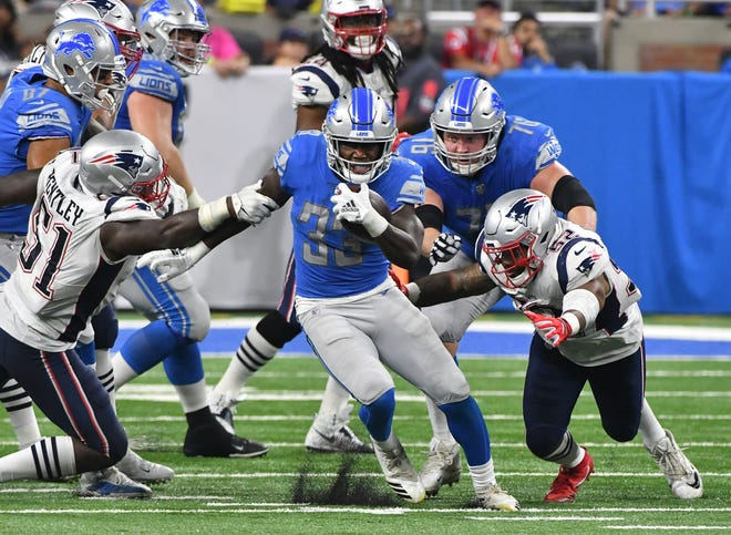 Lions running back Kerryon Johnson breaks upfield for a first down run in the third quarter.