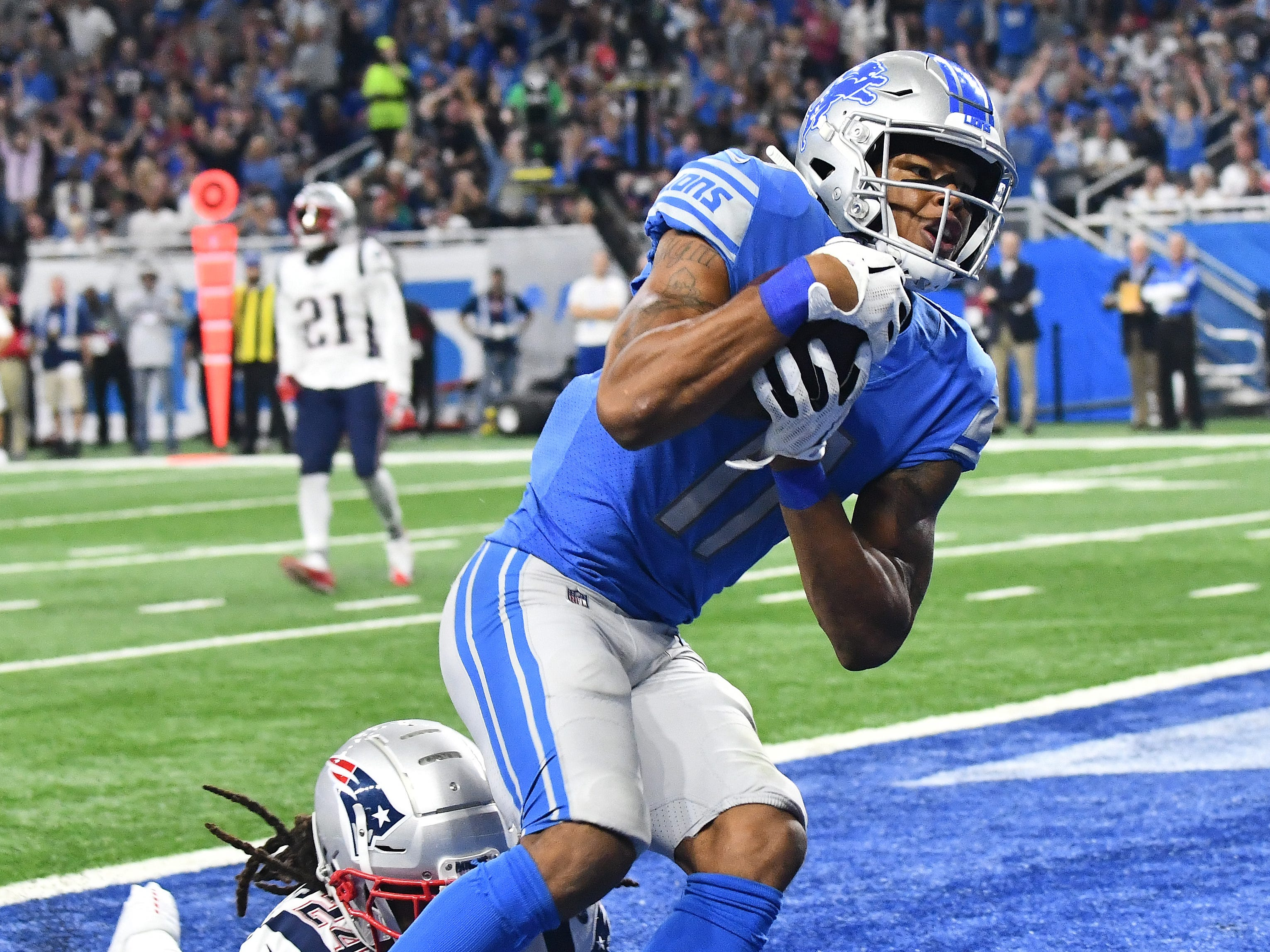 Lions wide receiver Marvin Jones Jr. readies for a touchdown reception in front of Patriots' Stephon Gilmore in the 3rd quarter.