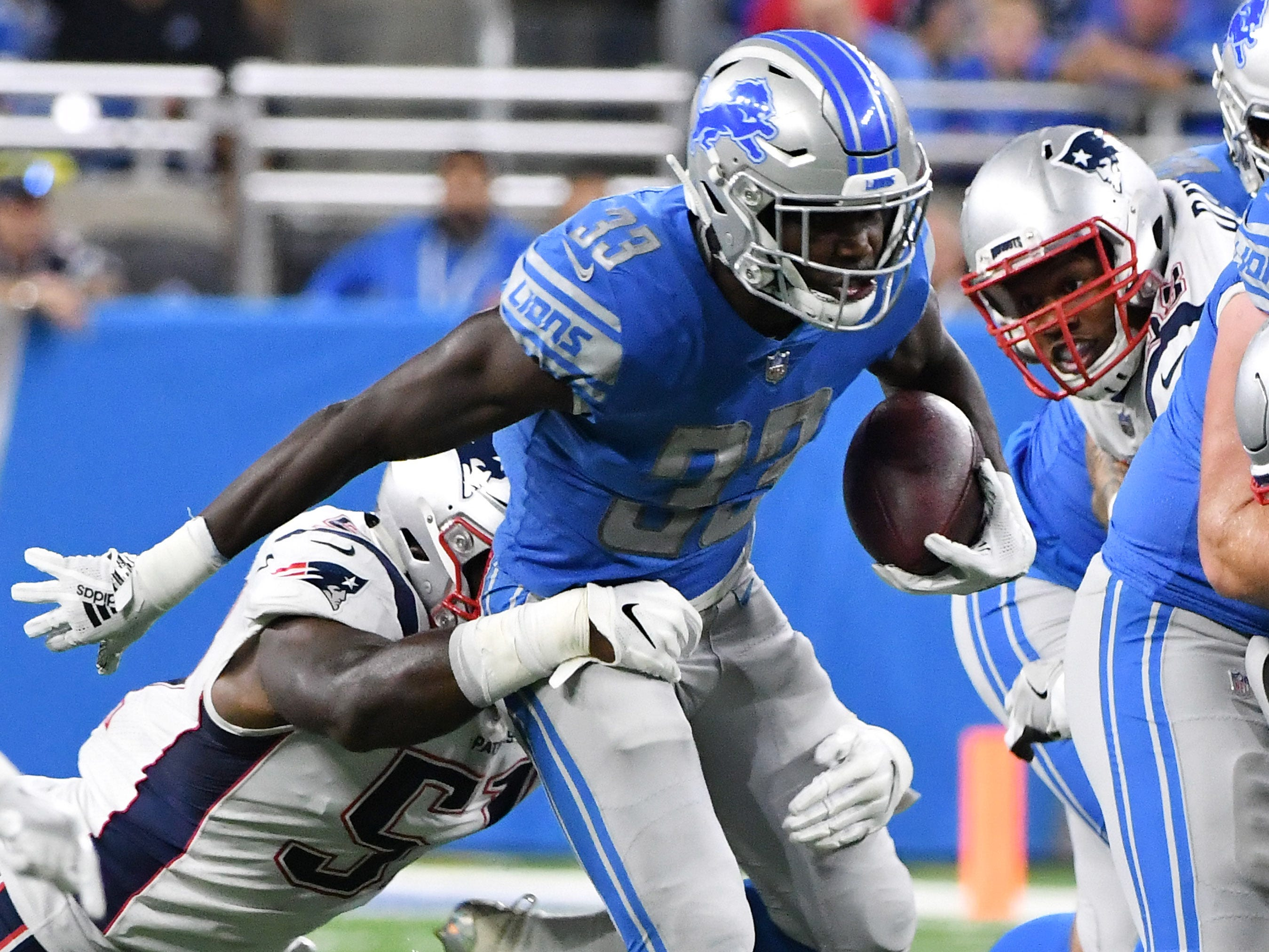 Lions' Kerryon Johnson (33) runs for a first down in the first half.