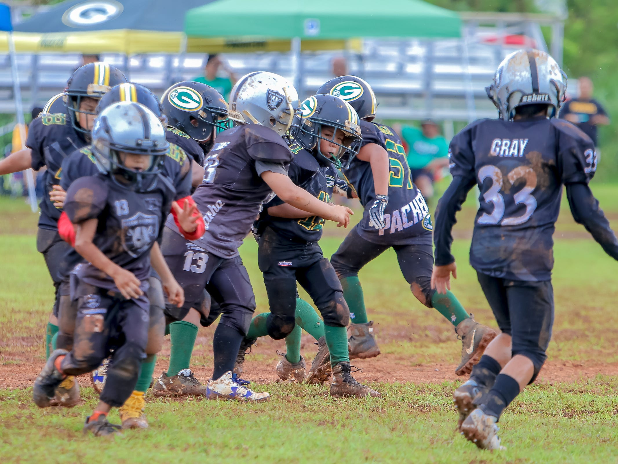 Raiders took on the Packers in a football match at the Raiders field in Tiyan on Sept 23. Virgilio Valencia /For PDN