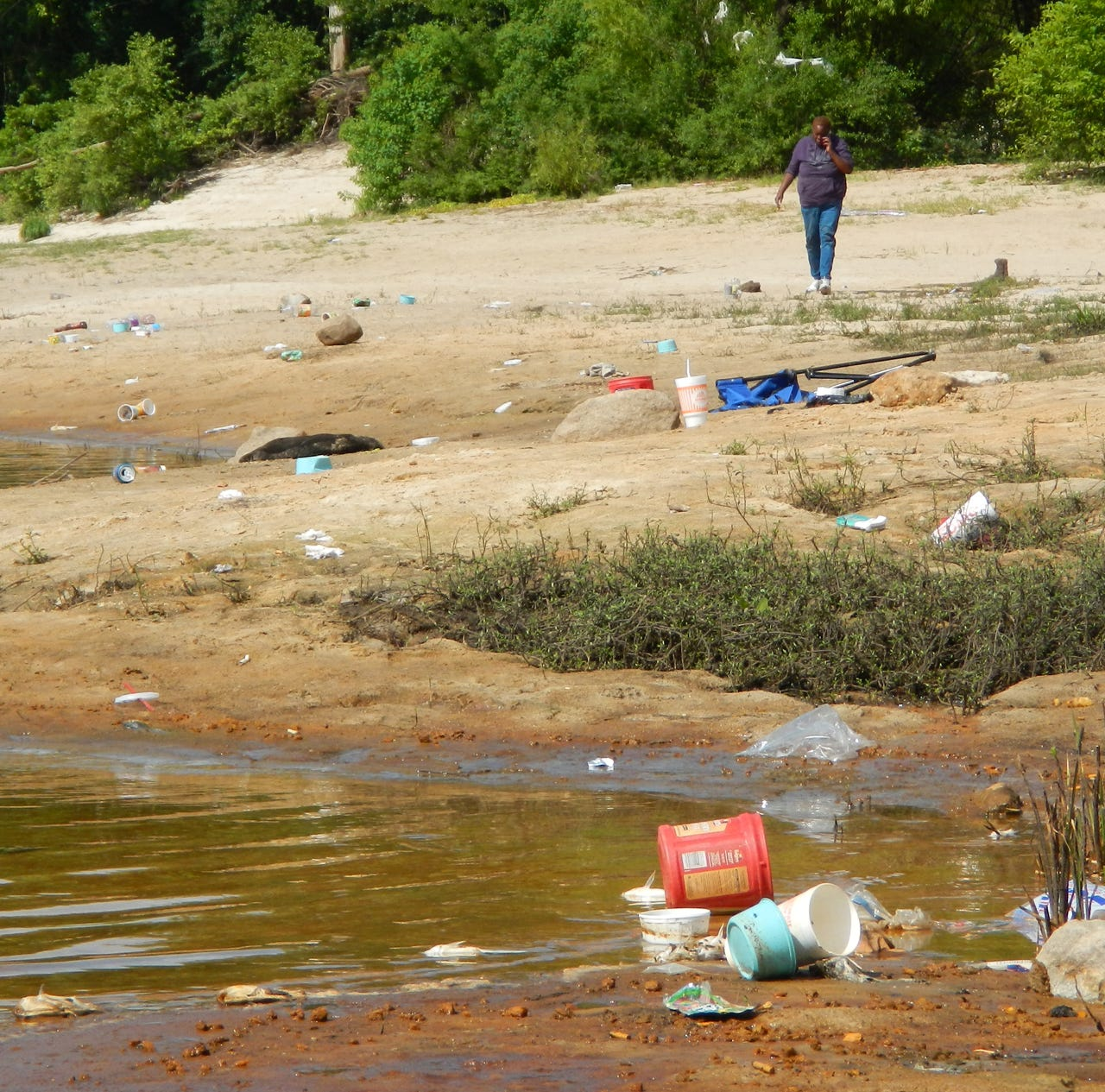 Barnett Reservoir officials have proposed a requirement that fishers on the banks carry trash buckets or face fines.