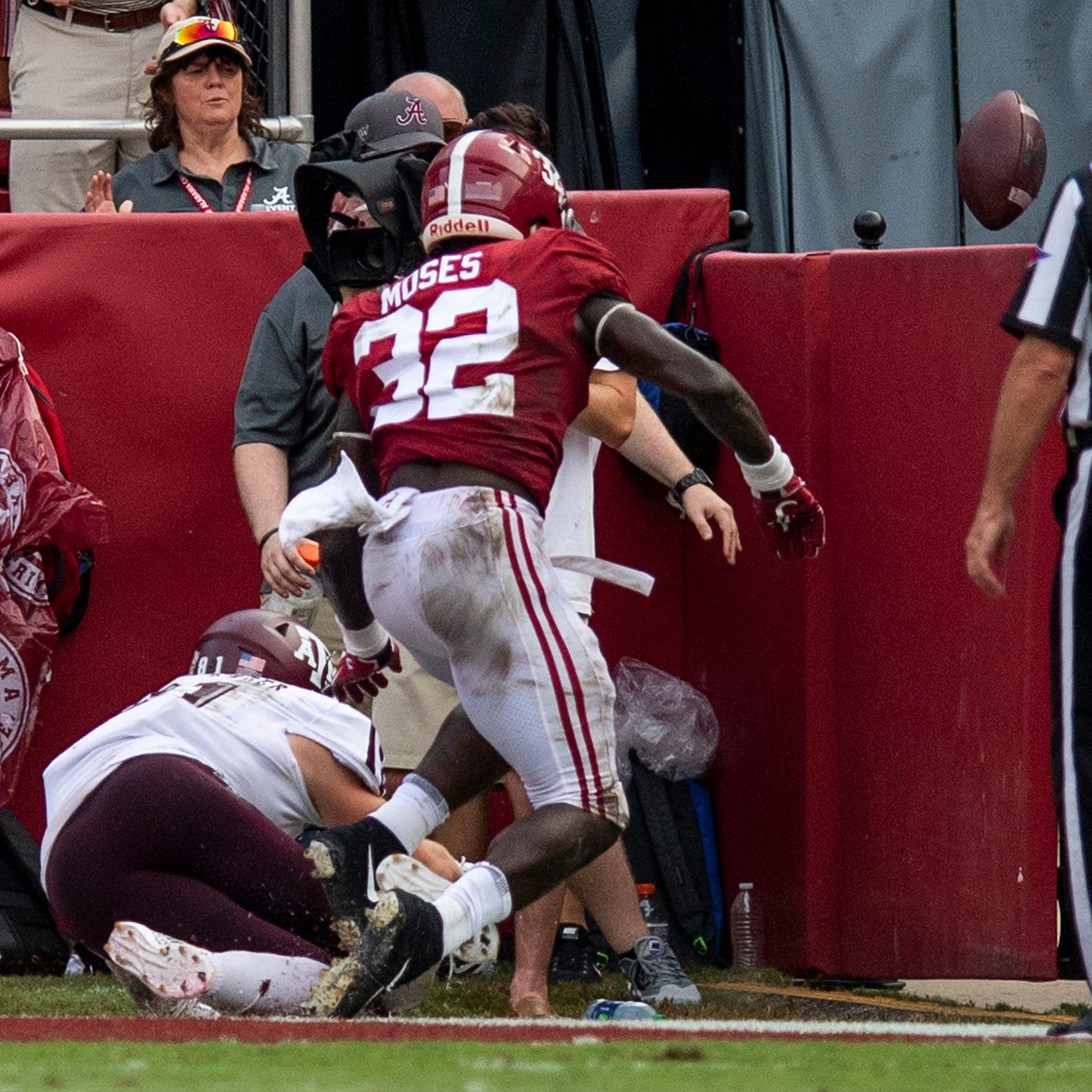 Alabama evaluating wall after LB Moses' collision