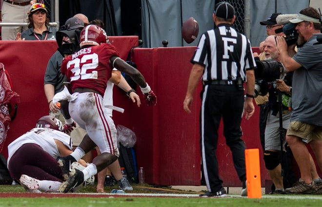 Alabama linebacker Dylan Moses (32) breaks up a pass intended for Texas A&M tight end Jace Sternberger (81) in the end zone in second half action in Tuscaloosa, Ala., on Saturday September 22, 2018.