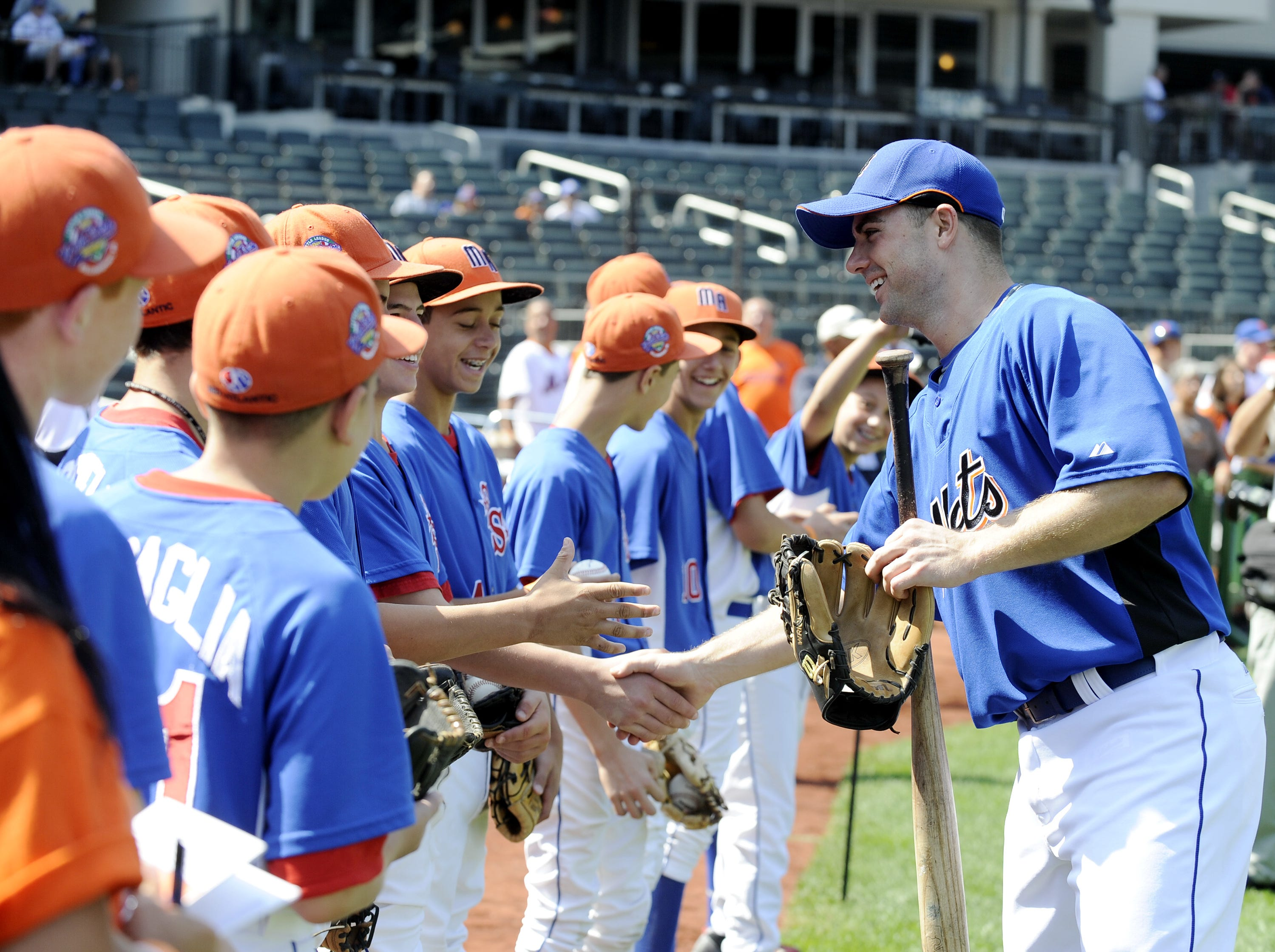 NY Mets vs Chicago Cubs at Citifield:  Pregame: Mets David Wright with Staten Island Little Leaguers.