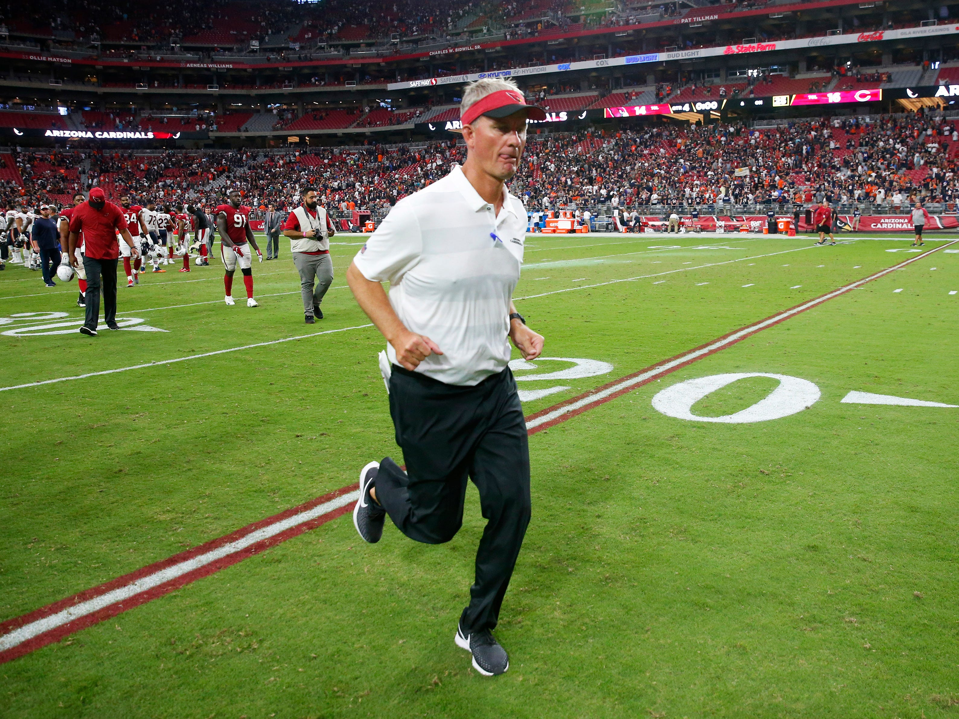 Arizona Cardinals offensive coordinator Mike McCoy runs off the field after losing the the Chicago Bears 16-14 at State Farm Stadium in Glendale, Ariz. September 23, 2018.