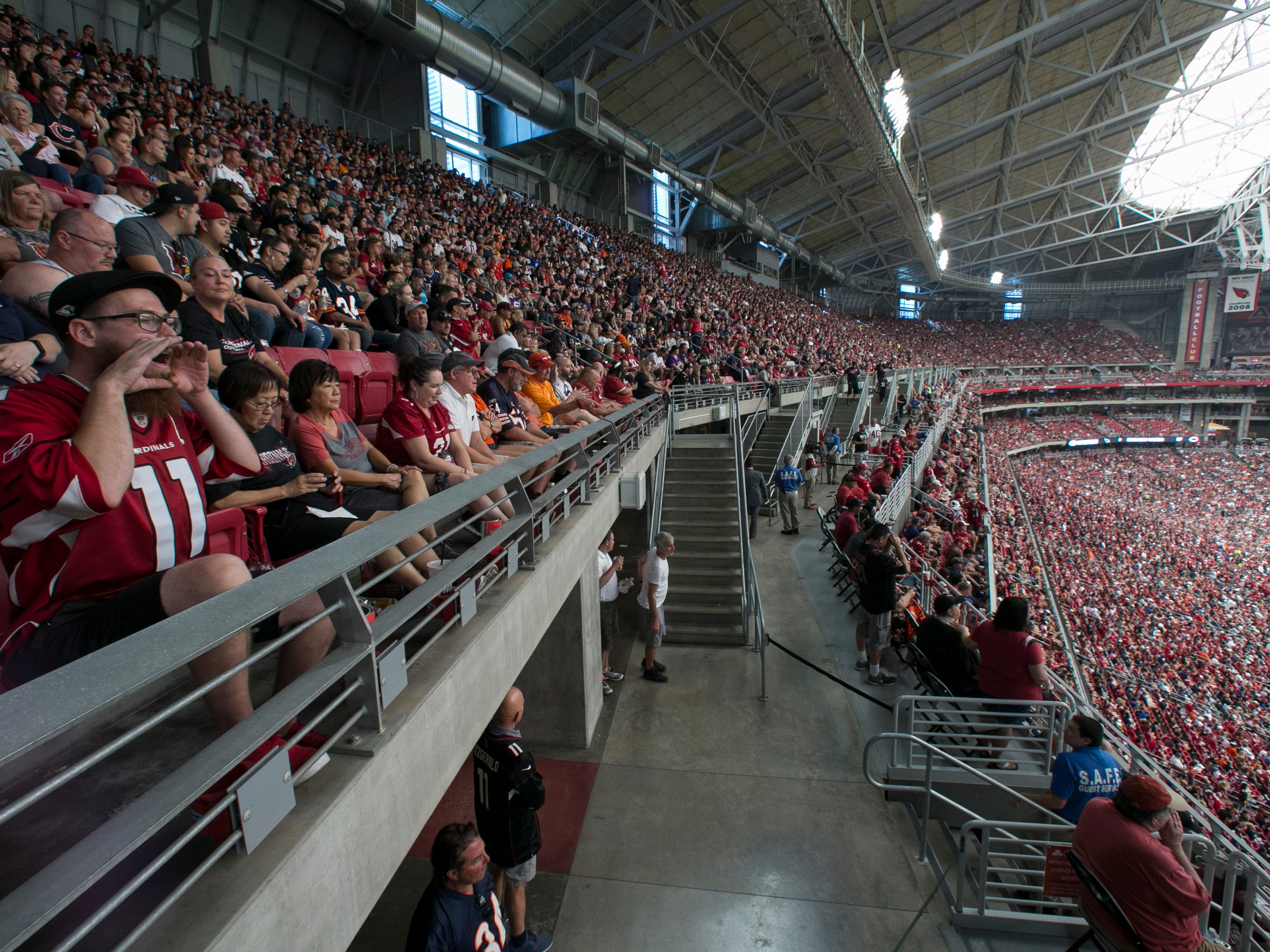 Football fans watch the Cardinals and Bears play at State Farm Stadium in Glendale, Ariz. on Sun. Sep. 23, 2018.