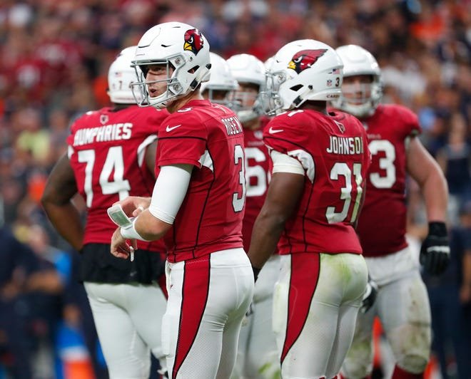 Arizona Cardinals quarterback Josh Rosen (3) waits for a play against the Chicago Bears during the fourth quarter at State Farm Stadium in Glendale, Ariz. September 23, 2018.