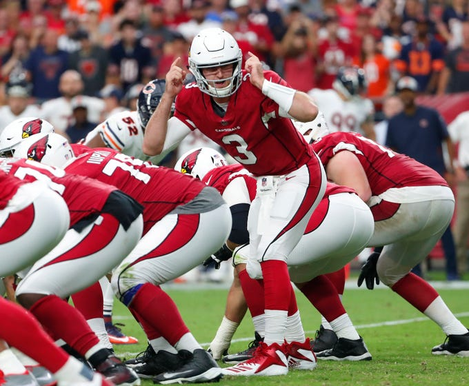 Arizona Cardinals quarterback Josh Rosen (3) signals a play against the Chicago Bears during the fourth quarter at State Farm Stadium in Glendale, Ariz. September 23, 2018.