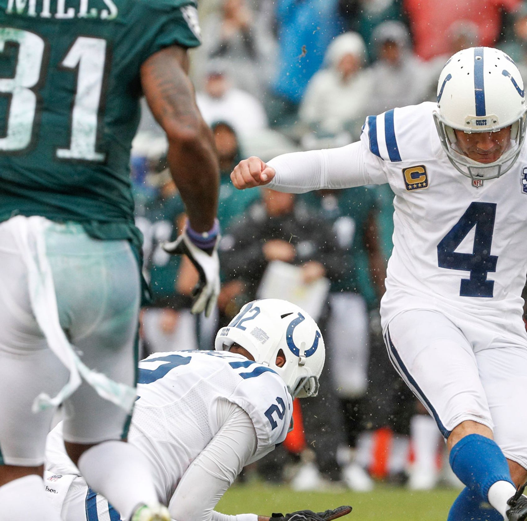 Dallas Goedert, Adam Vinatieri shine in first meeting against one another