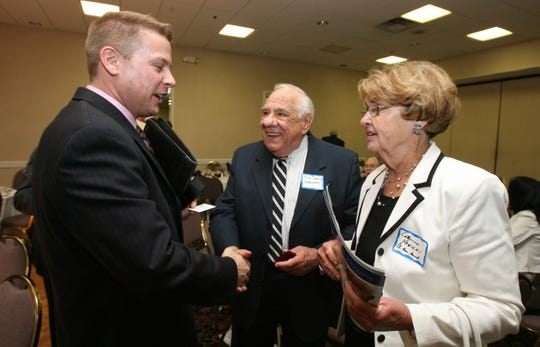 From left, Ron Hicks, president of the Rockland Economic Development Corp., speaks with Rudy Damonti and Catherine Nowicki of the Clarkstown Economic Committee during a meeting of the Rockland Business Association at the Suffern Holiday Inn June 21, 2007. ( Peter Carr / The Journal News )