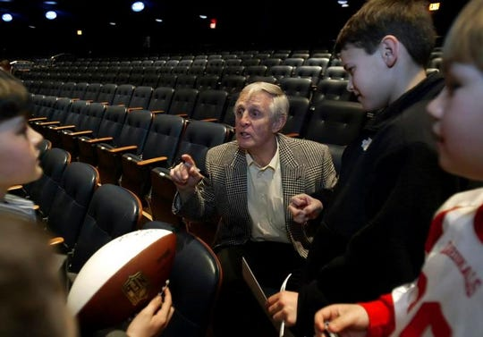 In this March 7, 2008, file photo, former Philadelphia Eagles football player and previous Maxwell Award winner Tommy McDonald speaks to a group of young fans during the Maxwell Awards Luncheon in Atlantic City, N.J.