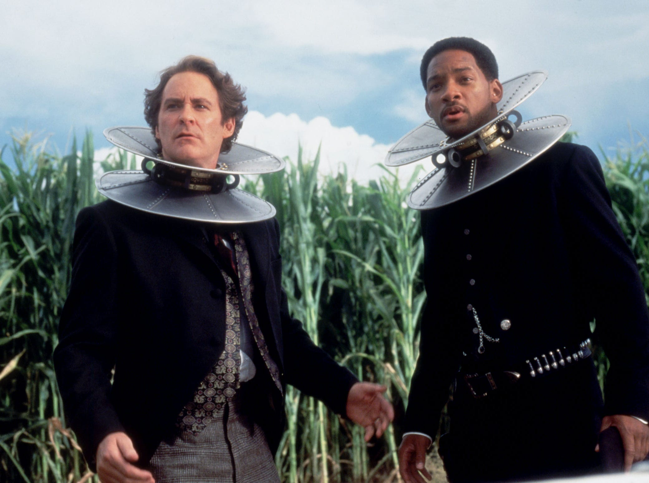 "Prisoners Artemus Gordon (Kevin Kline, left) and James West (Will Smith) are forced to wear magnetic collars in Warner Bros.' new film ""Wild Wild West,"" a fast-paced adventure sparkling with comedy, action and fantasy."