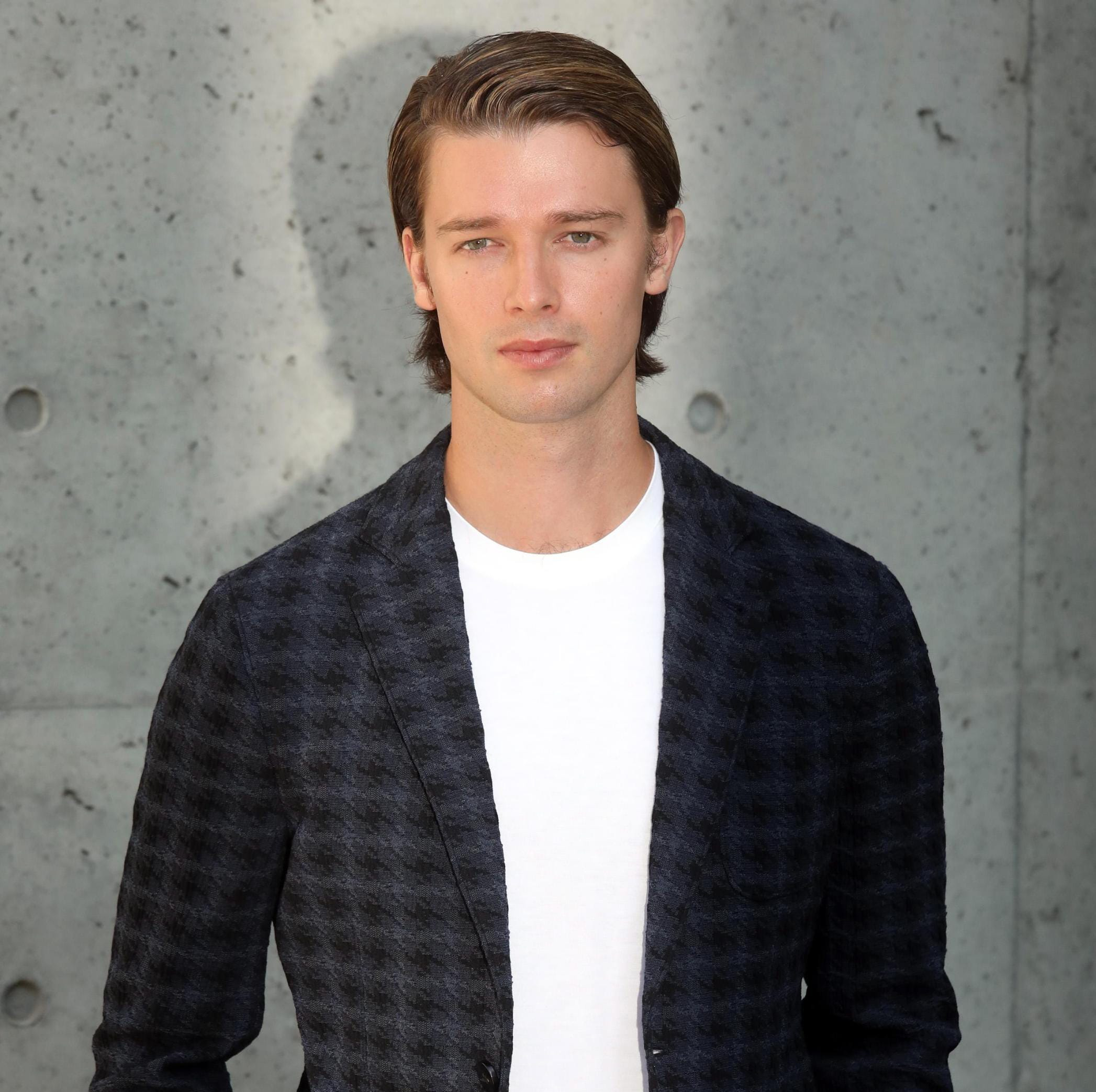 epa07041485 Patrick Schwarzenegger arrives for the Giorgio Armani women's 2019 Spring-Summer collection  during the Milan Fashion Week, in Milan, Italy, 23 September  2018. The Spring Summer 2019 Women's collections are presented at the Milano Moda Donna from 19  to 24 September.  EPA-EFE/MATTEO BAZZI