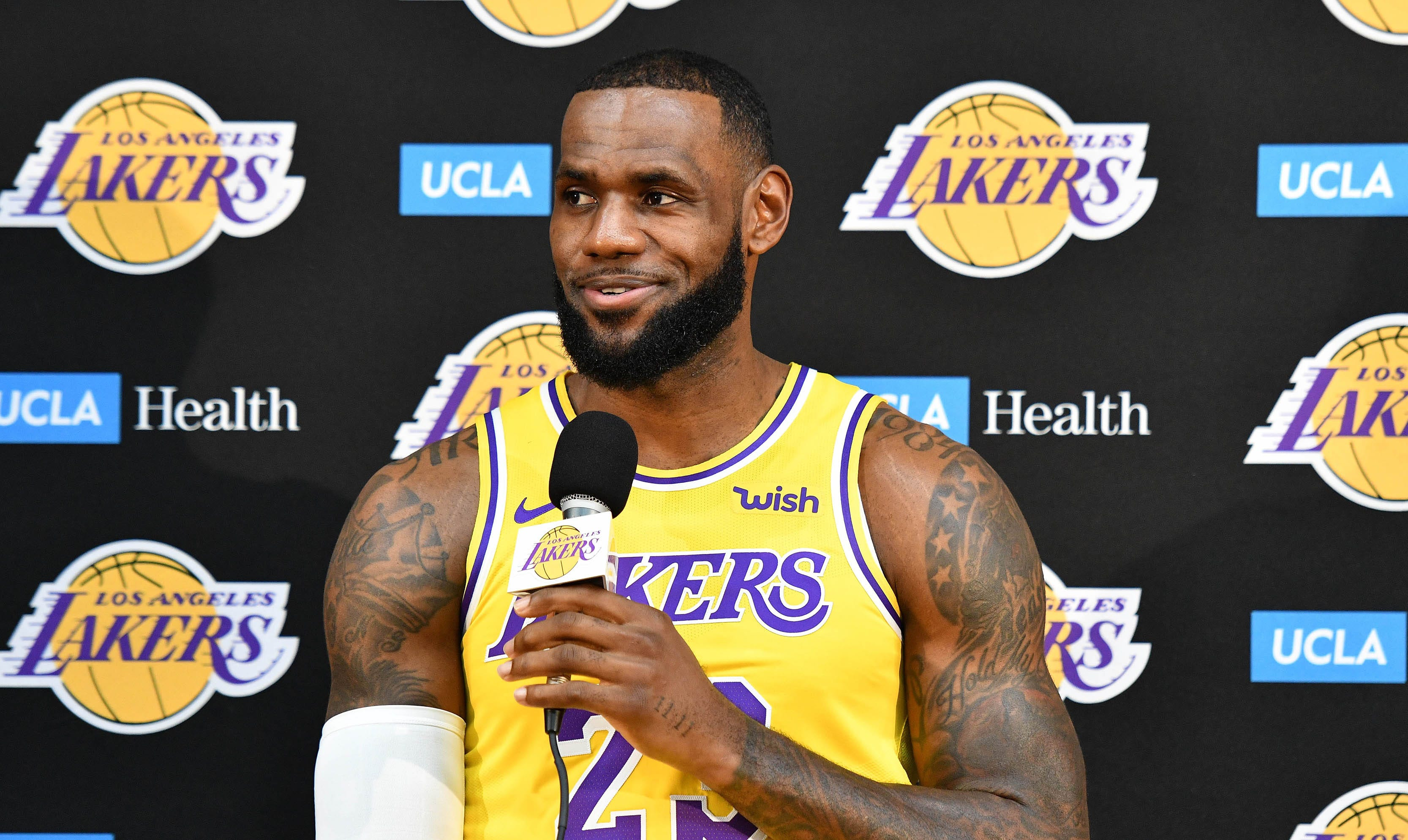 sale retailer 8f54c 49d48 LeBron James addresses the media for first time as a Laker