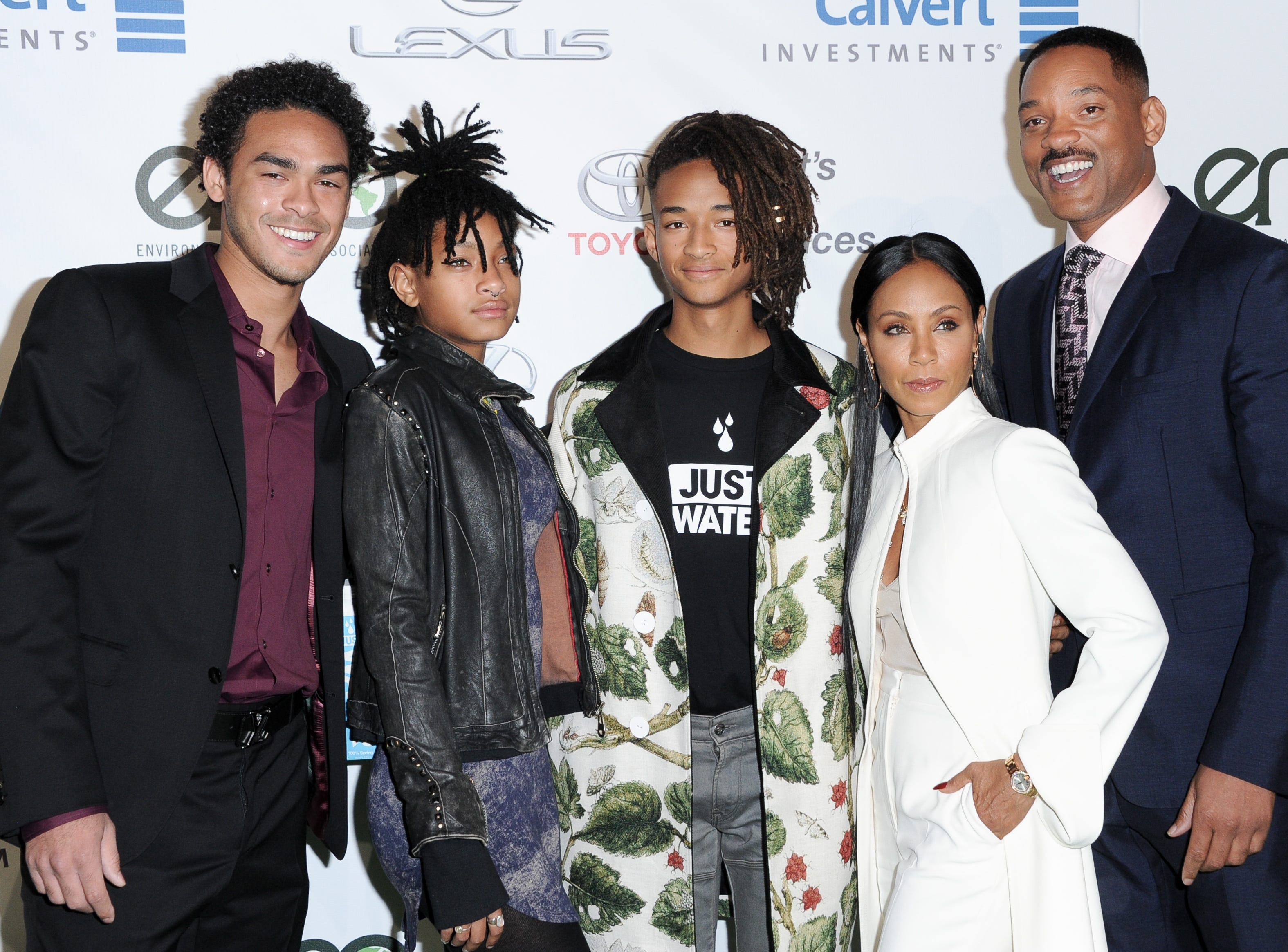 Trey Smith, from left, Willow Smith, Jaden Smith, Jada Pinkett Smith and Will Smith attend the 26th Annual EMA Awards at Warner Bros. Studio on Saturday, Oct. 22, 2016, in Burbank, Calif.