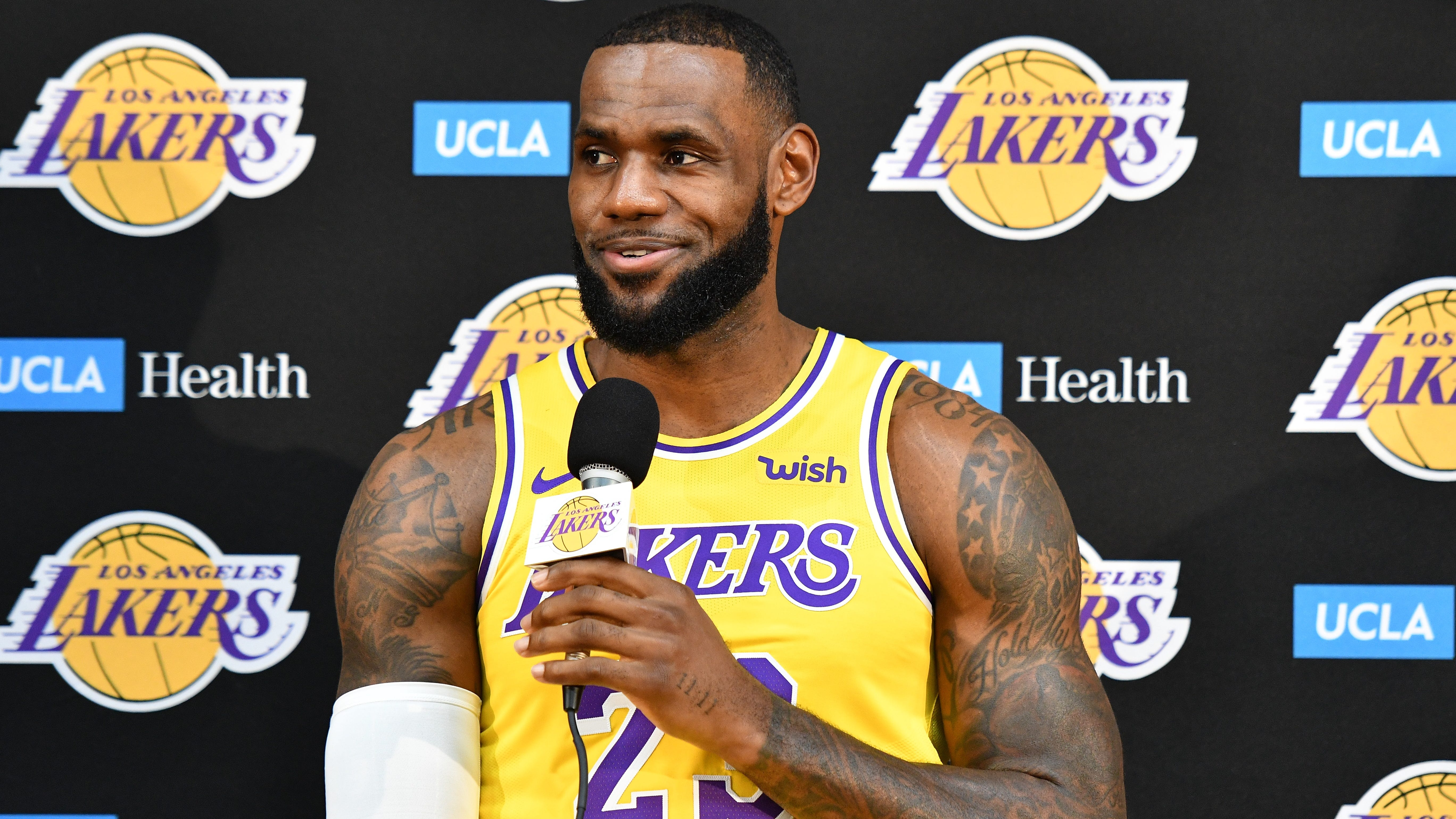 Ae322311-3074-4a8a-8e41-a8bd458f289b-xxx_nba__los_angeles_lakers_media_day003