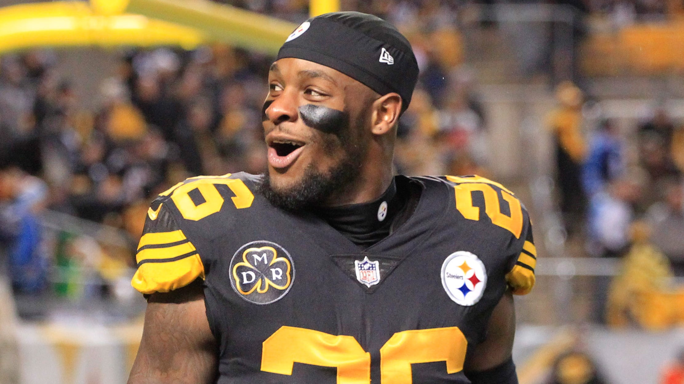 Pittsburgh Steelers running back Le'Veon Bell (26) reacts to the crowd before playing the Tennessee Titans at Heinz Field.